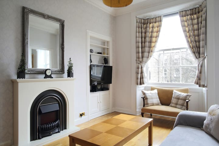 Spacious 2 Bed Flat Walking Distance to Royal Mile