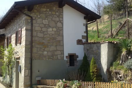 casa tipica dell'appennino tosco-emiliano - lama mocogno