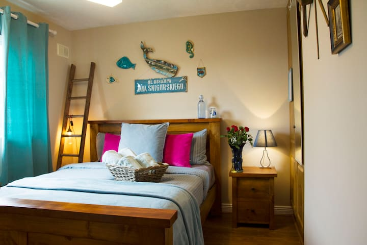 5⭐ LIMERICK KingBed Priv-Bath ⚡WIFI Uni3Km Parking