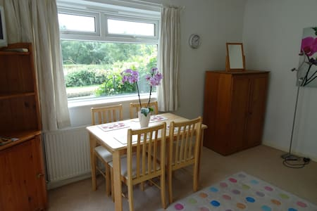 Canalside quiet self contained apartment. - Leighton Buzzard