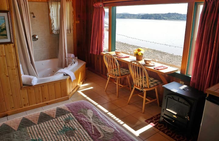 NW Waterfront Honeymoon Cabin #3