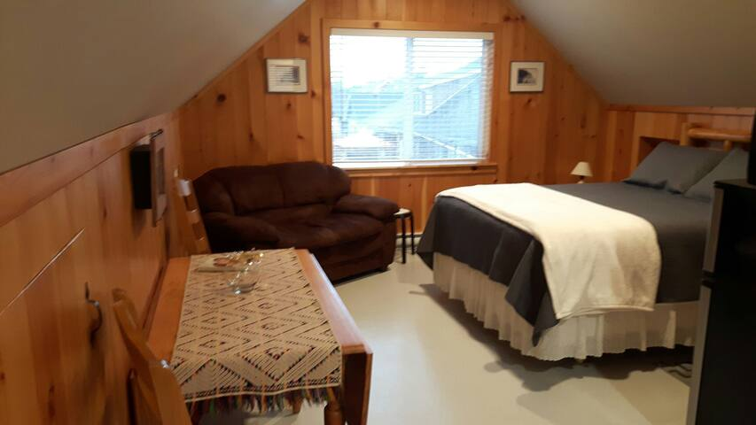 Private, Quiet  & Cozy Loft - Campbell River