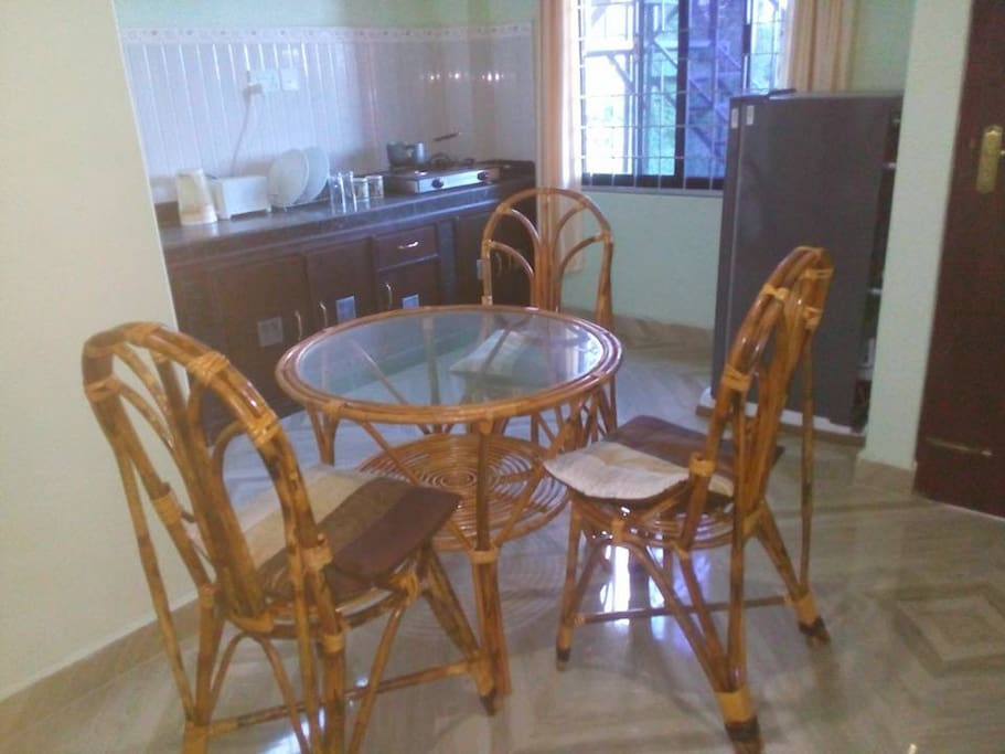 complete kitchen with refridge and dining table