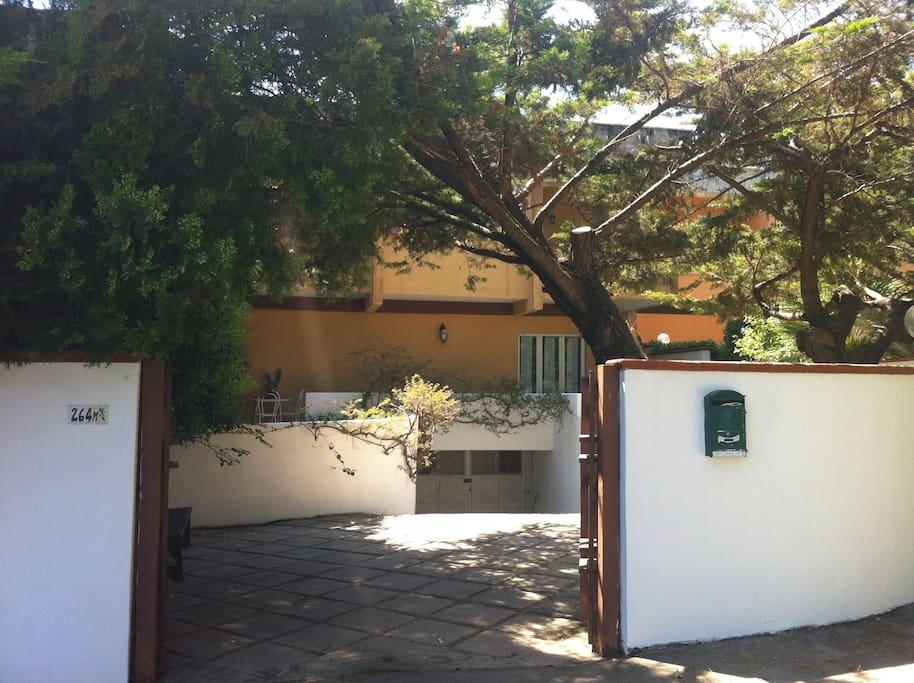 Villino su due piani con giardino case in affitto a san for Piani camera a castello