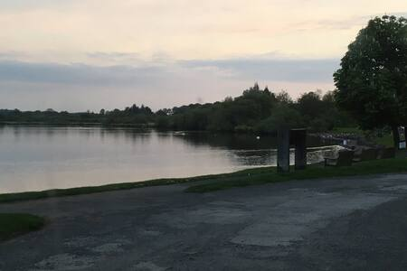 One bedroom apartment beside Castle Semple Loch