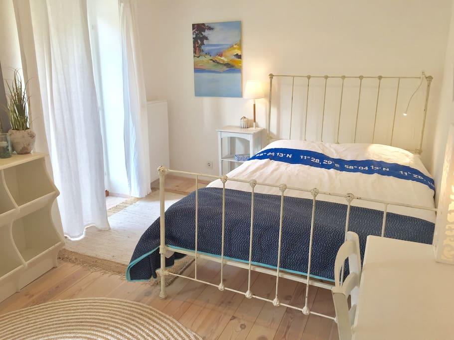 maritimes zimmer eigenes bad wohnzimmer garten h user zur miete in kiel schleswig. Black Bedroom Furniture Sets. Home Design Ideas