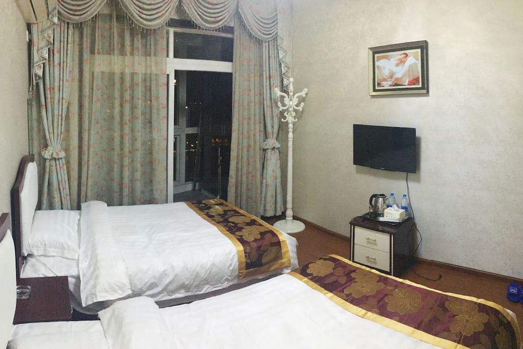 房号888  绝美江景房  独立卫生间  两张单人床  可住一家三口