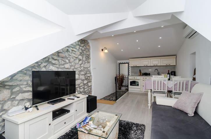 Cosy and elegant apartment Culan