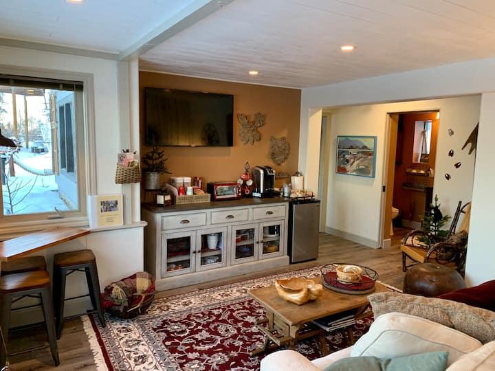 Views Alaskan Prospect Heights Hillside Suite