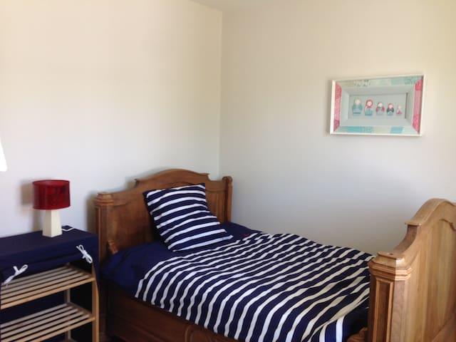 2ème chambre lit 120+possibilité d'ajouter un lit en 90 pour avoir 2 couchages