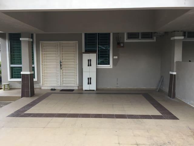 Pintu Hadapan