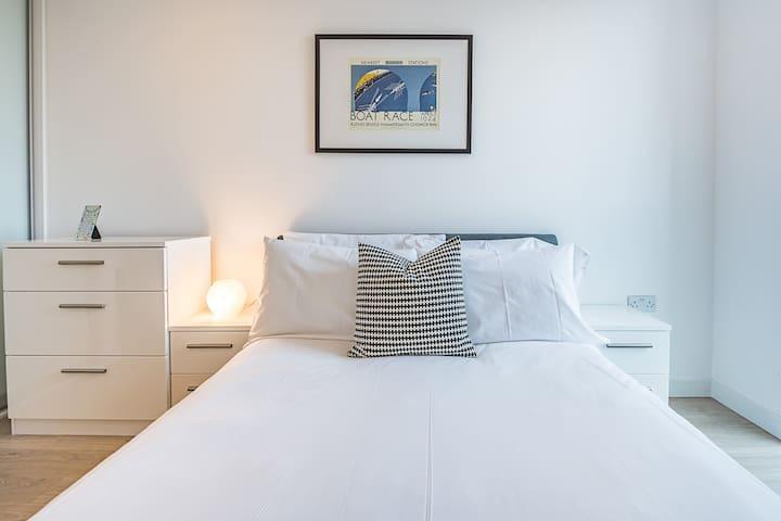 Luxurious Penthouse  Croydon 2