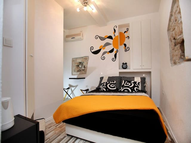Cozy room in Trogir old town Room Dragazzo - Trogir - Appartement