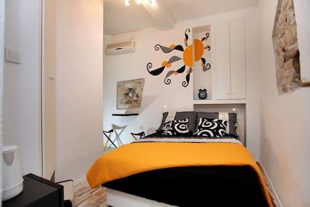 Cozy room in Trogir old town Room Dragazzo - Trogir