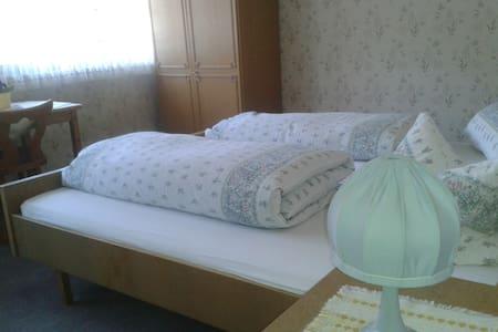 friendly and clean rooms - Ottenhöfen im Schwarzwald - บ้าน