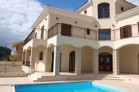Room in beautiful Villa in Limassol - Germasogeia