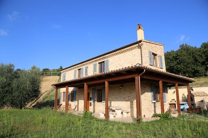 Newly Restored Italian Farmhouse - Ripatransone - Huis