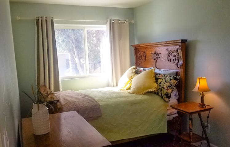 Cute Pet-Friendly Cottage, 20min to Anywhere in SD