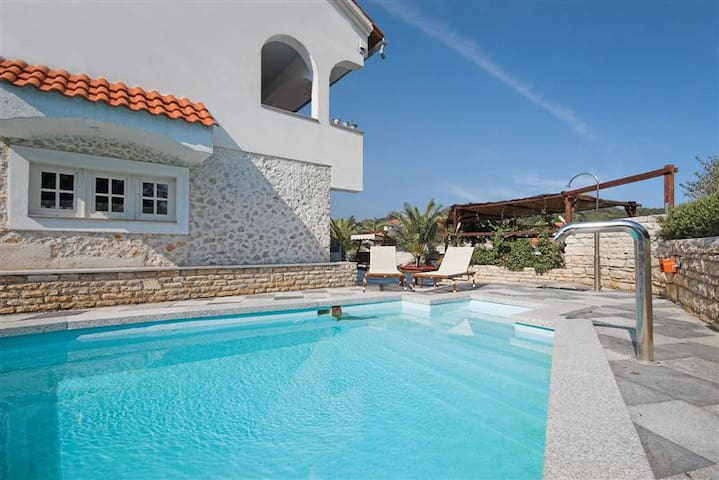 Villa Nikolina - Molat
