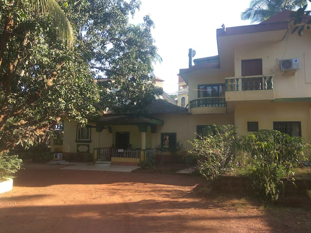 Private room in green villa near Sinquerim beach - Candolim - Rumah