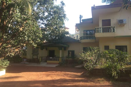 Private room in green villa near Sinquerim beach - Candolim - Haus