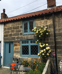 Dunroamin - our sunny seaside escape in Staithes!
