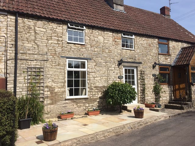 Picturesque Cottage In Rural Location - Pensford