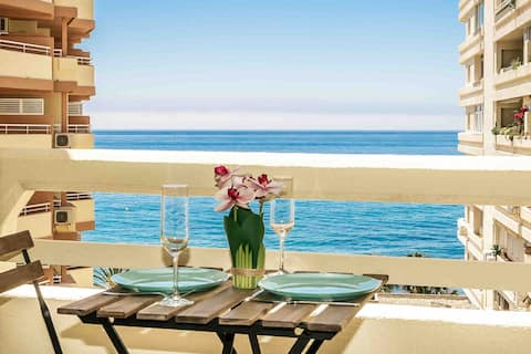 First line, sea view. Beautiful apartment.