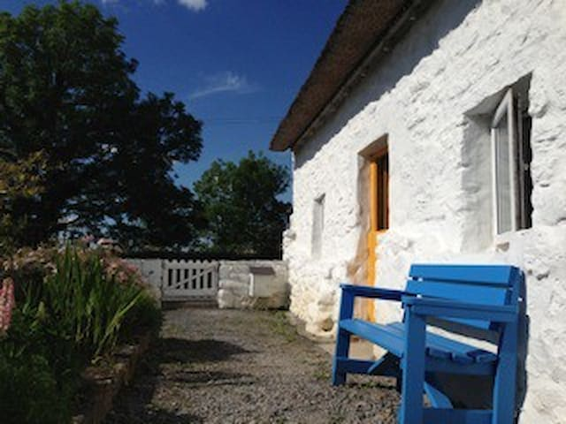 Thatched whitewashed cottage - Kinvarra - Chatka
