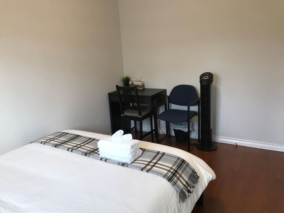 Private bedroom: desk and 2 chairs