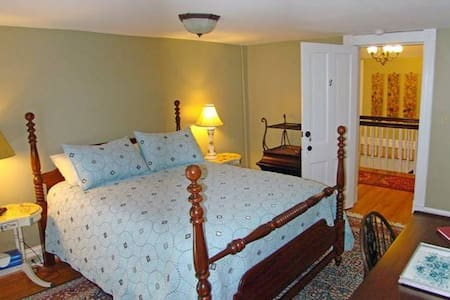Private Room with Queen bed - Clifton Forge