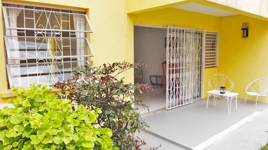 Super-Breezy Double Bed with Garden - Bridgetown - Apartment