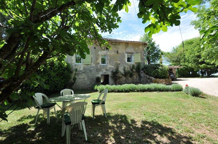 jolie maison de pierre en campagne - Villesèque - Huis
