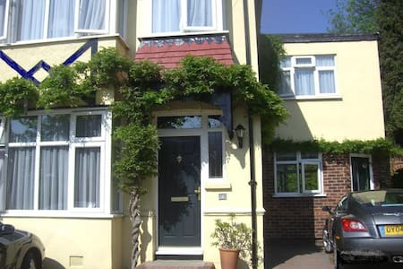 Laurel House Exclusive 4 Bed Self Catering Home
