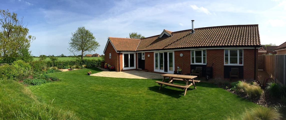 Bawdsey Bungalow on Suffolk Coast - Bawdsey, Woodbridge
