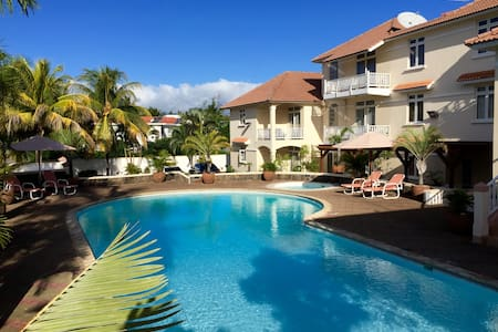 Apt B, Big swimming pool, WIFI - 2 mins from Beach