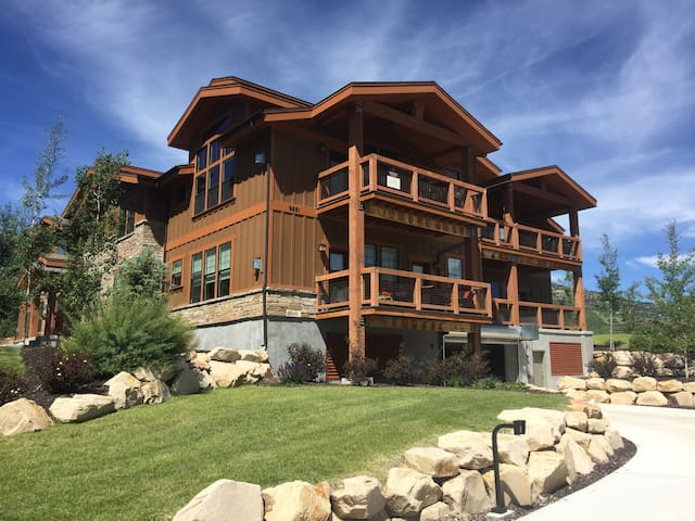 Luxury Ski Condo Close to Deer Valley Gondola
