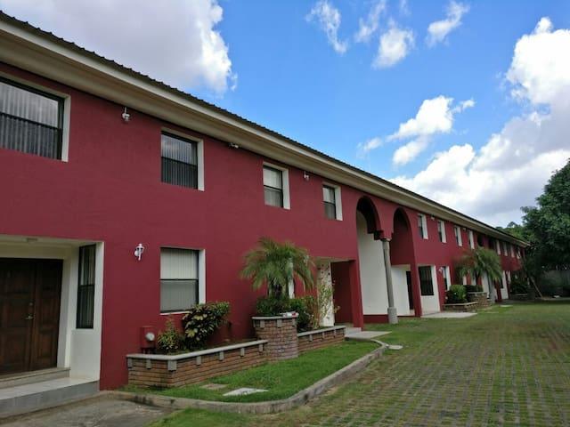 RENTA APARTAMENTOS TOWNHOUSES LOMAS DE GUADALUPE
