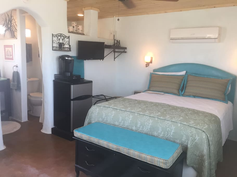 Luxury bed & linens, mini fridge, keurig and satellite TV!