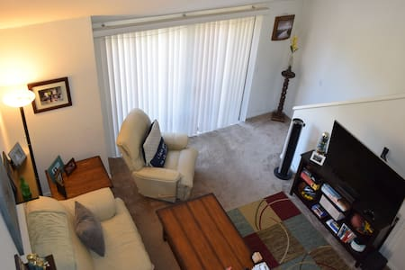 Cozy fully furnished loft centrally located in OC - Irvine