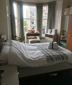 Double room, ensuite, close to Perth city centre