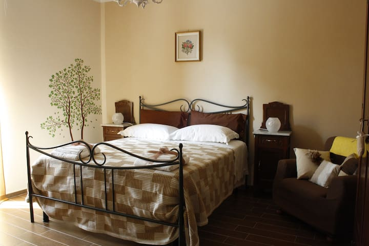 "Room in a eco-friendly Farmhouse  Aba ""Cit Ni"" B&B - Bosia - Bed & Breakfast"