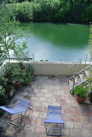 Grand appartement de charme et belle terrasse - Montfrin - Apartment