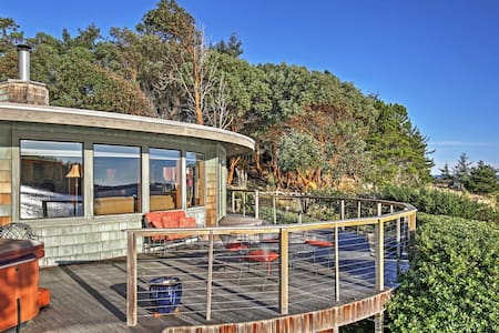 The Round House, 2BR Waterfront Home w/ Bay Views - Friday Harbor - House