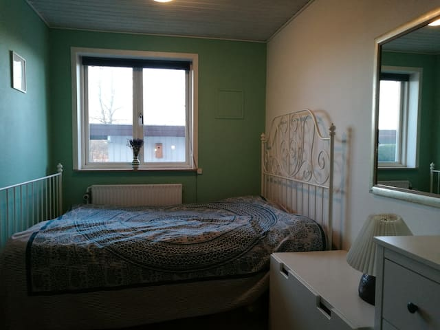 Double room for couple or single - Viby - Hus