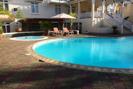 2 Bedrooms Apt E - 2mins from Beach - Apartment