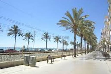 Loft in front of the beach - - Badalona