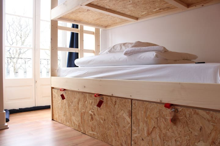 9 bed dorm