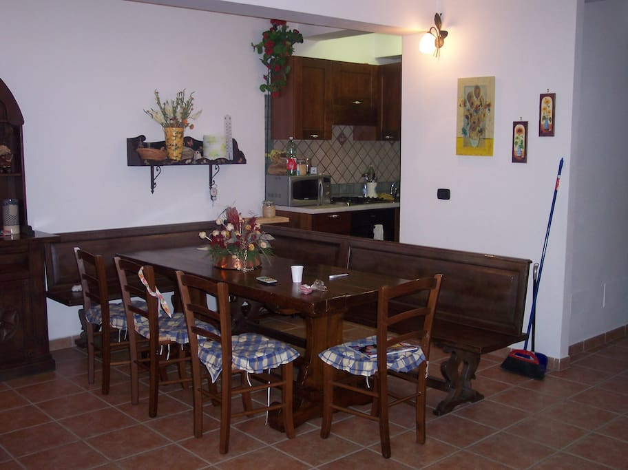 sala da pranzo con cucinotto