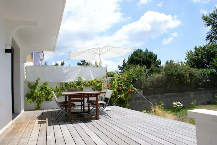 Maison bord de mer avec jardin clos - Larmor-Plage - House